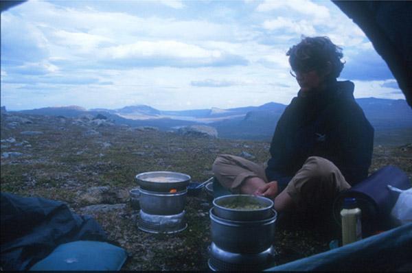 Sarek 2002. Küche mit Aussicht im Vuoskelvagge.