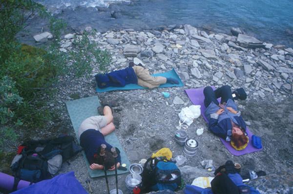 Sarek 2002: Mittagsschläfchen an der Nationalparksgrenze.