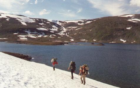 Sarek 1988. Am Sorjussee entlang unterwegs nach Norwegen.