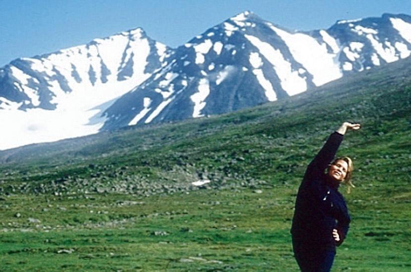 Sarek 1996. Frühsport vor den Sarek-Gipfeln.